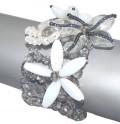 Luxusní šitý náramek z broušených perlí a mačkaných perlí s aplikací kytiček